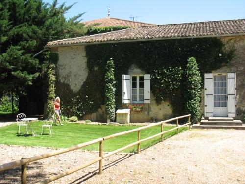 Le Petit Bois : Bed and Breakfast near Landerrouet-sur-Ségur