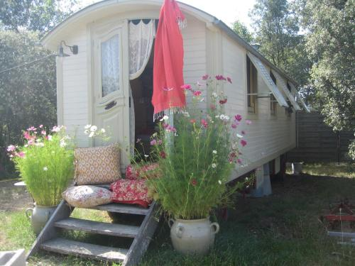 Alfonso's Wagon : Guest accommodation near Cannes-et-Clairan
