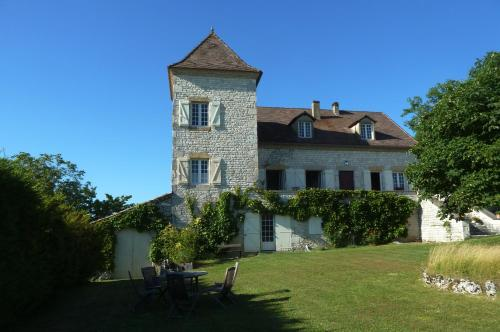 La Borde Neuve : Bed and Breakfast near Saint-Laurent-Lolmie