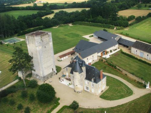 Château de Mazières : Bed and Breakfast near Luant