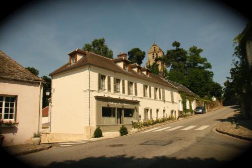 Auberge du Chasseur : Hotel near La Queue-les-Yvelines