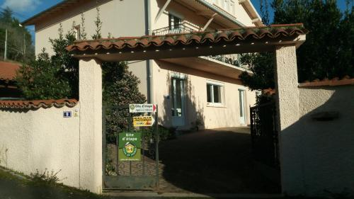 Gite Agnes et Olivier : Apartment near Lagarrigue
