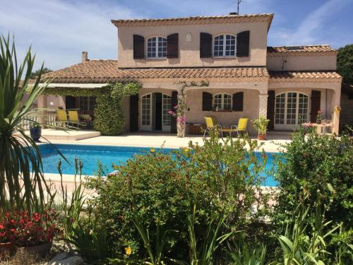 Aglanie : Guest accommodation near Aureille