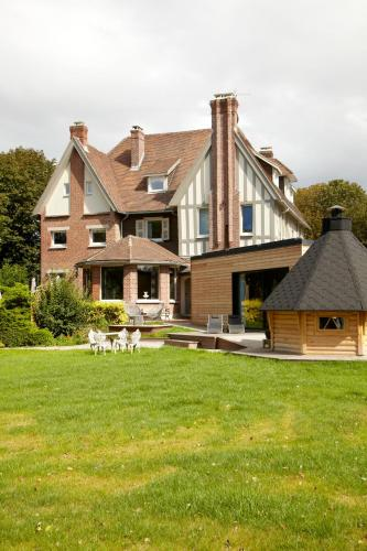 Au Petit Manoir : Bed and Breakfast near Cappelle-Brouck