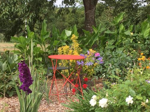 Ecrin de Verdure : Guest accommodation near Châtres-la-Forêt