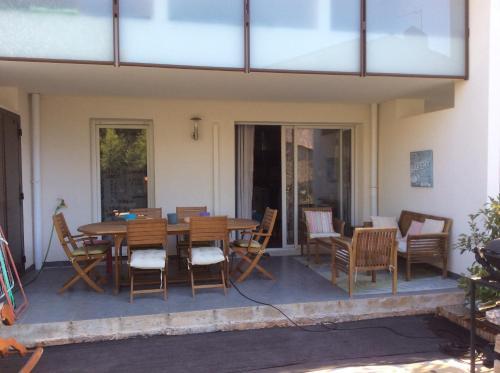T2 terrasse jardin : Apartment near La Farlède