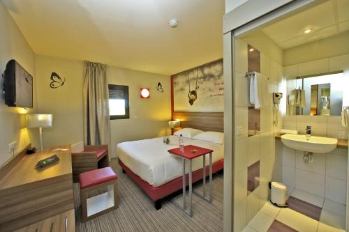 ibis Styles Castres : Hotel near Lagarrigue