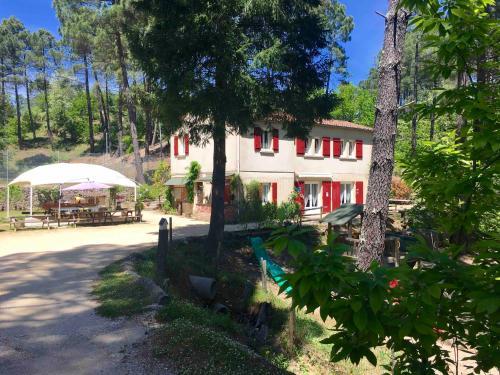 Les gîtes de Ravel : Guest accommodation near Saint-Jean-du-Gard