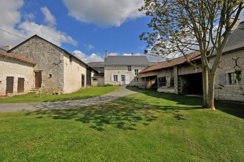 Holiday home Le Puy de Grazay : Guest accommodation near Ceaux-en-Loudun