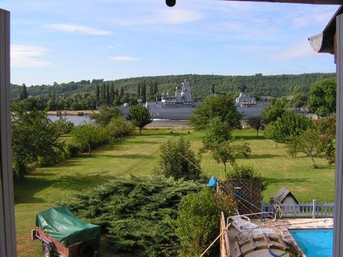 La petite sirène : Guest accommodation near Moulineaux