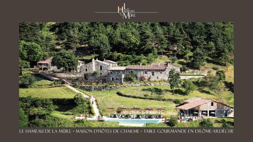 Le Hameau de la Mûre : Guest accommodation near Boffres