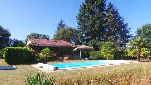 Les Cabanes de Rouffignac : Guest accommodation near Saint-Pierre-de-Chignac