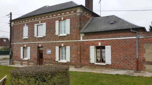 Les Lierres : Bed and Breakfast near Vrocourt
