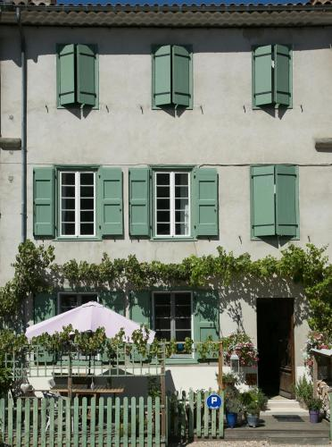 Les Deux Petits Pois : Bed and Breakfast near Saint-Jean-d'Aigues-Vives