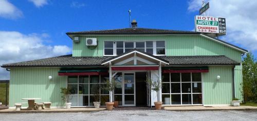 Hotel Motel 81 : Hotel near Lagardiolle