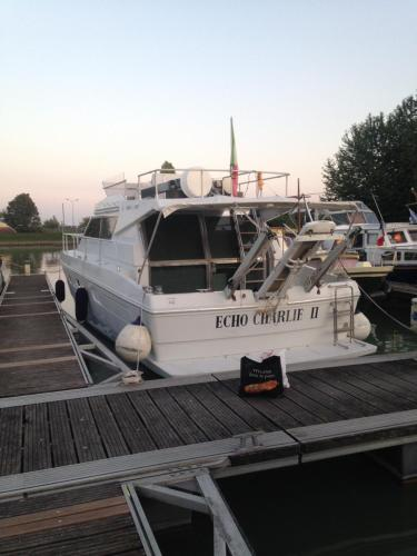 Yacht ECHO CHARLIE II : Guest accommodation near Saint-Étienne-à-Arnes