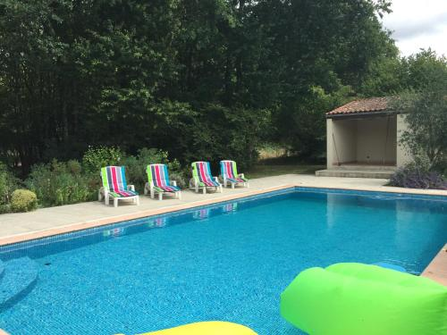 Maison Halcyon Gite with Pool : Guest accommodation near Champdolent
