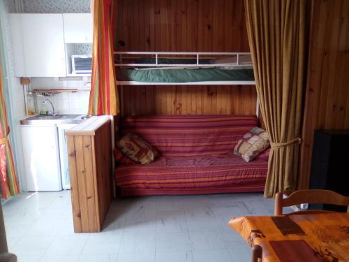 Studio résidence Auvergne : Apartment near Prondines