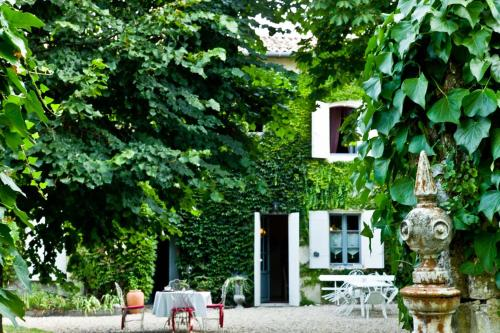 Le Clos d'Iris : Bed and Breakfast near Saint-Michel-de-Fronsac