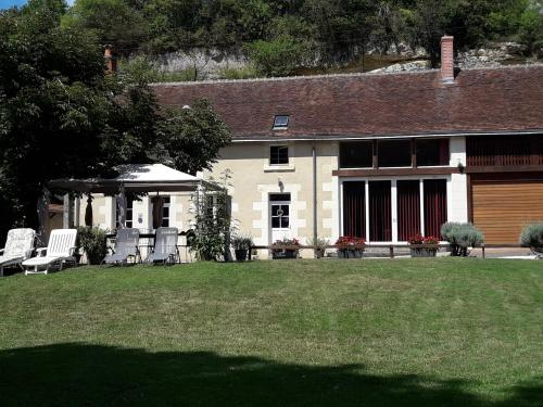 La maison des caves : Guest accommodation near Baudres
