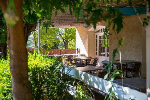 Auberge Lou Caleou : Hotel near Bagnols-sur-Cèze