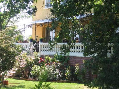 La Maison Jaune : Bed and Breakfast near Montastruc