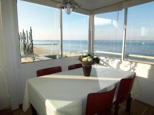 Apartment Vue mer panoramique centre ville : Apartment near Arcachon