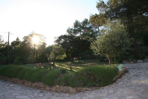 Maison Loubiere : Apartment near Puyloubier