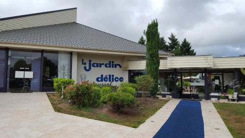 Hotel Restaurant Le Jardin Délice : Hotel near Bizeneuille