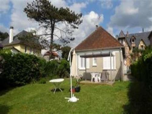 House Jullouville, maison de plain pieds avec jardin : Guest accommodation near Carolles