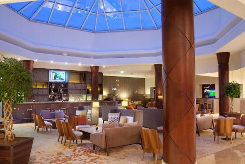 Paris Marriott Charles de Gaulle Airport Hotel : Hotel near Louvres