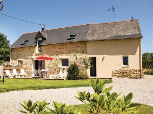 Three-Bedroom Holiday home Dourdain 06 : Guest accommodation near Châteaubourg