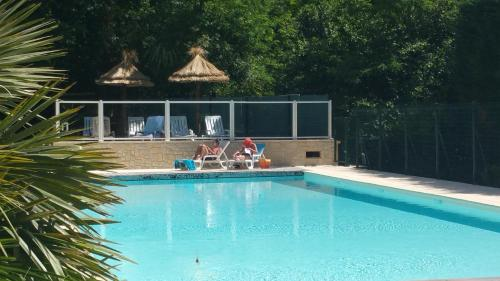 Camping Les Sources : Guest accommodation near Sainte-Croix-de-Caderle