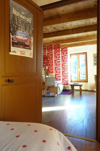 Au Bout De La Route : Bed and Breakfast near Seyne