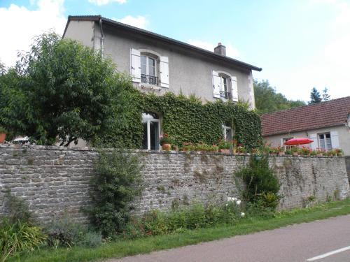 chambre familiale Bourgogne B&B : Bed and Breakfast near Saint-Jean-de-Trézy