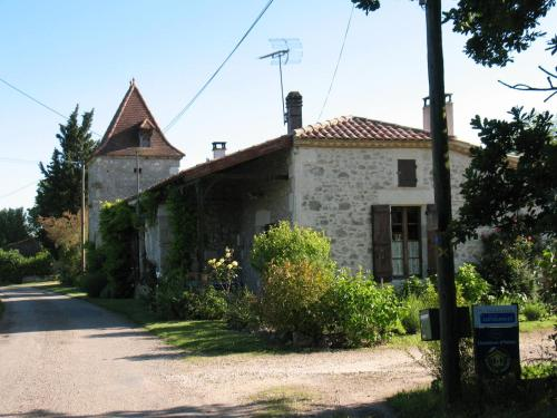 Chambre d'Hôtes Le Pigeonnier de Quittimont : Bed and Breakfast near Lafitte-sur-Lot