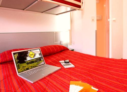 Premiere Classe Lille Sud - Henin Beaumont - Noyelles Godault : Hotel near Pecquencourt