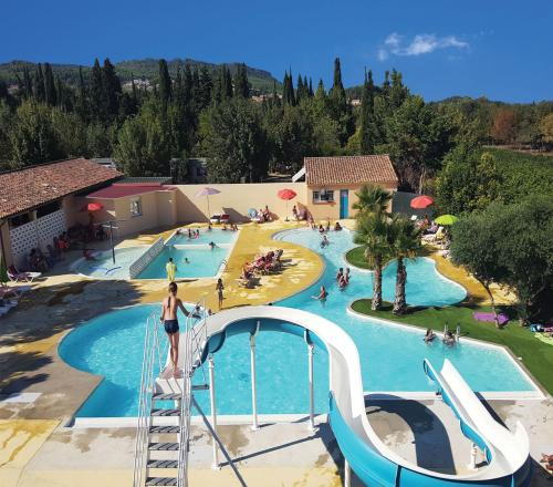 Camping Le Dolium : Guest accommodation near Saint-Geniès-de-Comolas