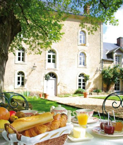 Le Moulin du Pont d'Iverny : Bed and Breakfast near Baillou