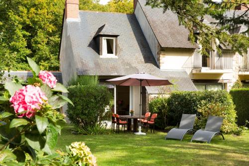 Cottages De La Bretesche : Guest accommodation near Besné