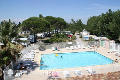 Camping Les Romarins : Guest accommodation near Vias