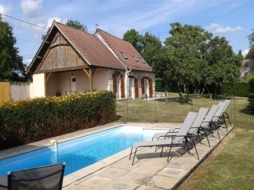 House Le jarsou 1 : Guest accommodation near Montvalent