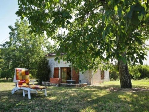 House Parnac - 4 pers, 94 m2, 3/2 : Guest accommodation near Cambayrac