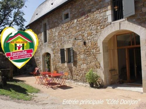 House Domaine de broual: côté donjon : Guest accommodation near Corn