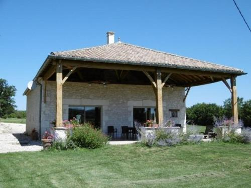 House La grange lacroux : Guest accommodation near Montfermier