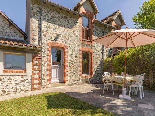 House Du château des pins : Guest accommodation near Frossay