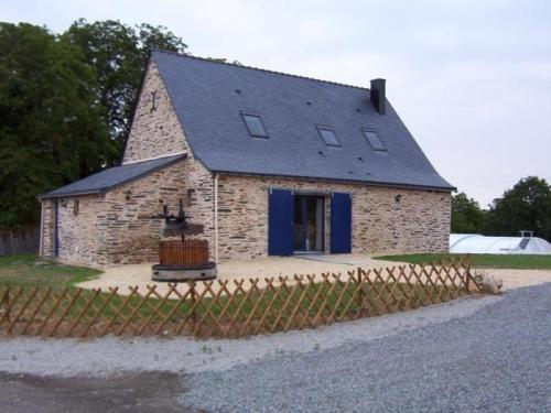 House Le pressoir du val : Guest accommodation near Issé