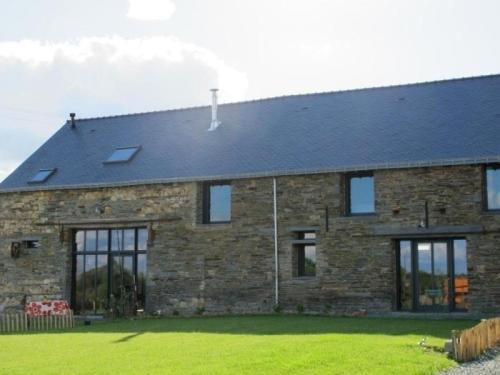House La grange des 3 poulettes : Guest accommodation near Lusanger