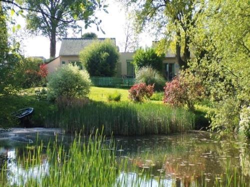 House Au jardin d'eau-embruns salés : Guest accommodation near Drefféac