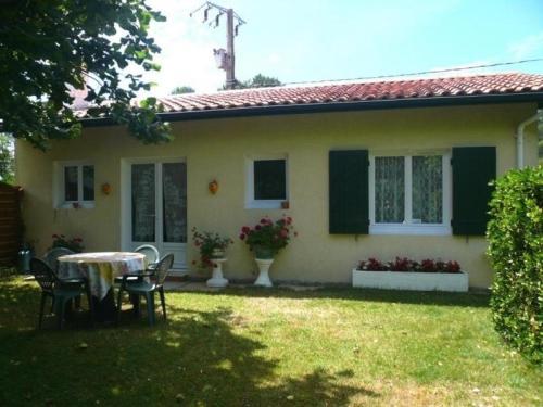 House Gîte lamarque : Guest accommodation near Saint-Paul-en-Born